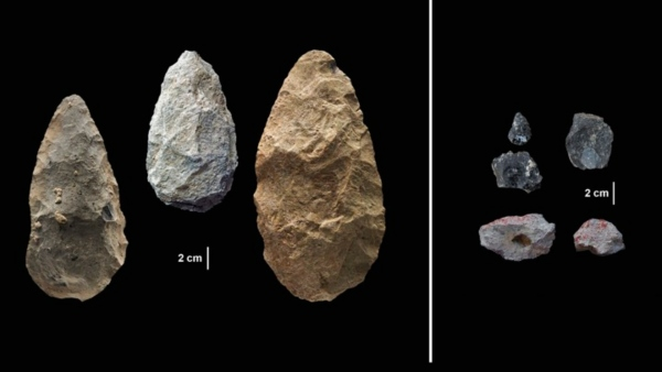 Acheulean tools on the left, Middle Stone Age tools on the right (Photo credit: Human Origins Program, Smithsonian)