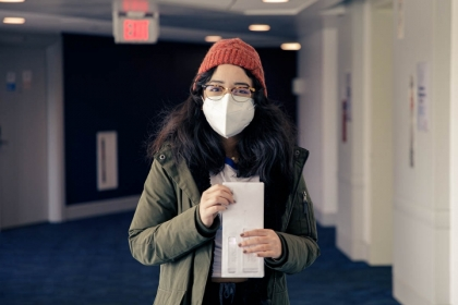 Alejandra Paredes, one of the Student Health Ambassadors, delivers mail to a COVID-19-impacted student.